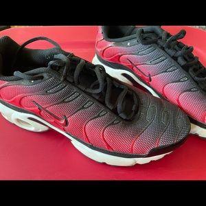 Nike Air Max Plus Red Black Size 6.5Y